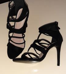 Nove, nikad nošene sandale 37