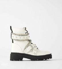 Zara bijele cizme kupujem