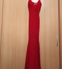 Duga crvena haljina od čipke s prorezom