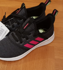 Sniženo Adidas nove s etiketom 33 broj
