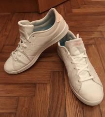 Adidas 40 / 39