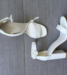 NOVO / MANGO bijele barely there sandale