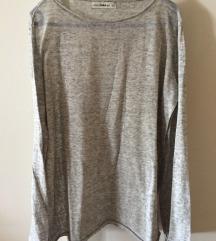 Novi Zara pulover sa zanimljivim rukavima, S
