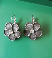 Nove srebrene naušnice-cvijet