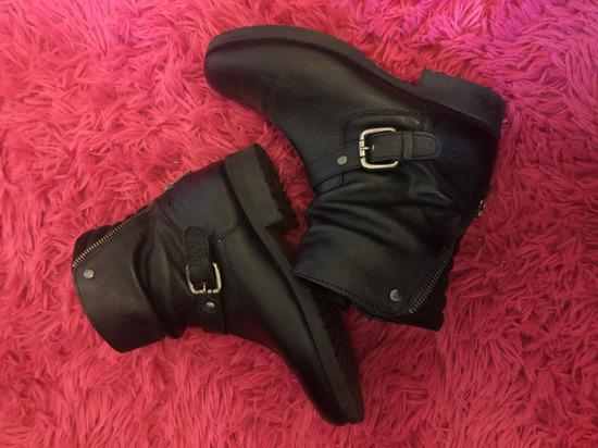 Crne kratke cizme