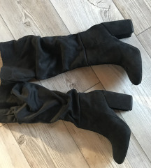 Nove crne nabrane čizme