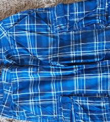 Dvoje muških kratkih hlača,vel 33/34-oboje za 40kn