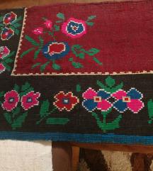 Ručno tkani starinski prekrivač oštećen
