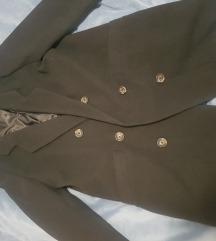 Novi Pull and Bear ženski crni kaput muškog kroja