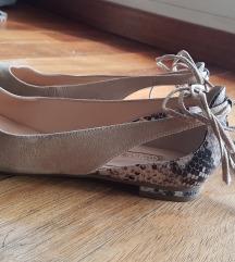 Nove Guess kožne balerinke s ukrasnim vezicama, 38