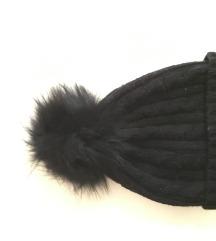 Zenska crna kapa