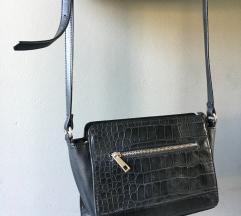 crna mini torbica s uzorkom krokodilske kože