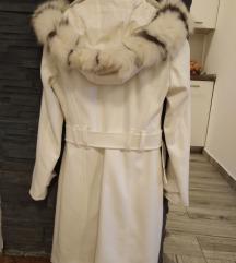 Kaput bijeli s krznom