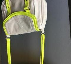 bež mini torbica sa neon detaljima