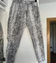 stradivarius zmijske hlače