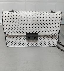 Bershka torbica s točkicama