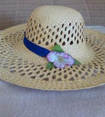 Mekani novi slamnati šešir