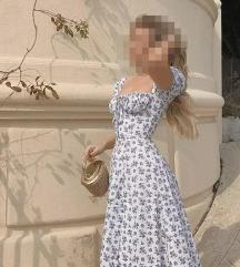 bijela haljina s plavim cvjeticima