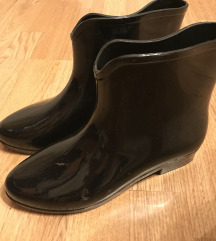 Crne gumene čizme