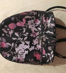 House ruksak s cvjetnim uzorkom