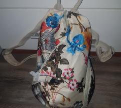 Cvjetni ruksak predivan i prostran