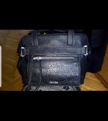 Crna kožna Calvin Klein torba