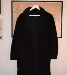 Crni krzneni midi kaput