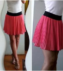Plisirana ružičasta suknja