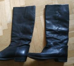 krasne crne kožne cizme