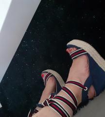 Nove ne nošene sandale