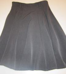 Lijepa siva suknja izrađena od viskoze