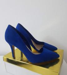 Plave štikle jednom nošene