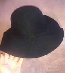 Novi veliki crni šešir