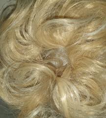 Gumica za kosu sa kosom blond