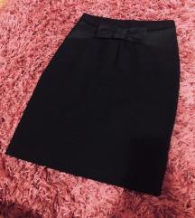 Crna suknja sa mašnom