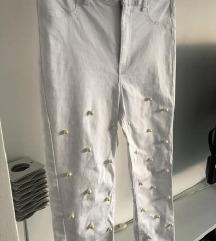 Bijele hlace s perlama