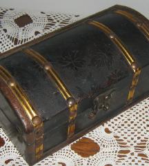 kutija drvena škrinjica vintage