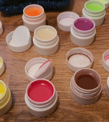 12 gelova za nokte u bojama