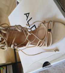 Nove nude sandale