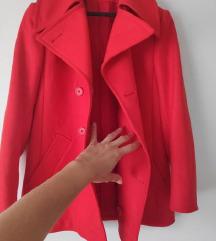 koraljno crveni kratki kaput na gumbe