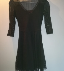 Crna čipkasta haljina XS