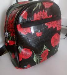 ruksak sa cvjetnim uzorkom