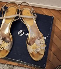 3 para sandala za 70 kn