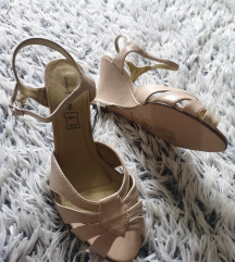 sandale 40 nove ( 39 ) puna peta