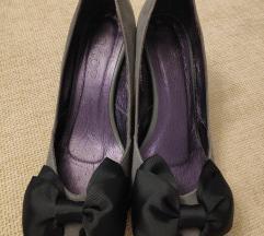 Cipele s punom petom i mašnom