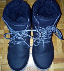 Visoke crne cipele s krznom za 120 kn!!!
