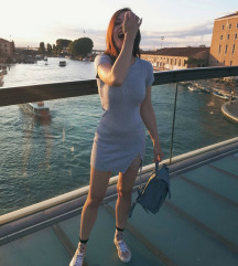 Bershka rastezljiva haljinica