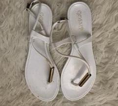 Bijele ravne sandalice