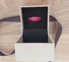 Crveni Zaks prsten