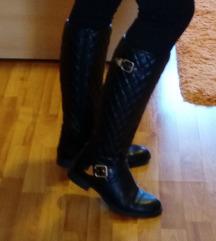 Crne visoke čizme - sada 180 kn